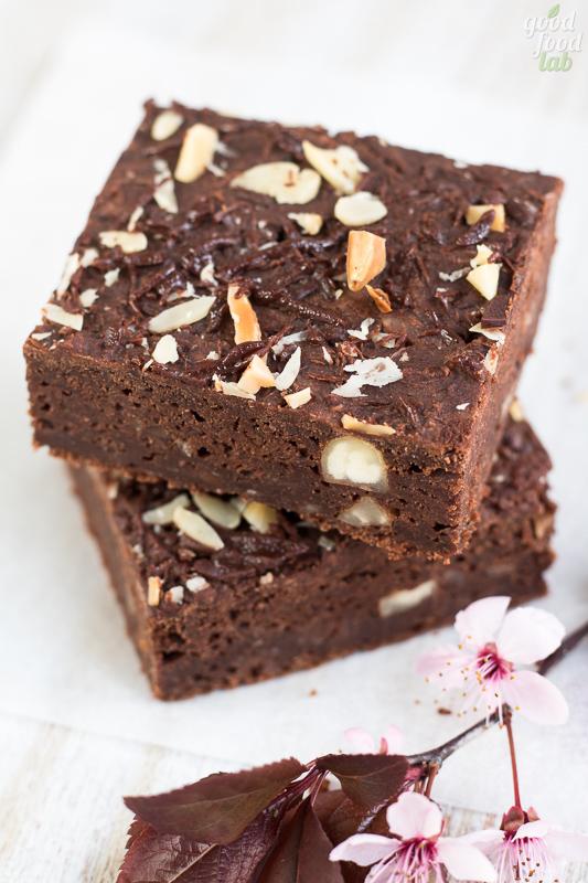 Brownies con azuki e fave di cacao