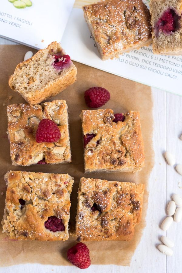 Blondies ai lamponi con un ingrediente segreto: i fagioli
