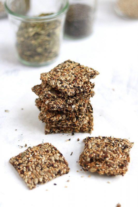 crackers di semi misti con canapa