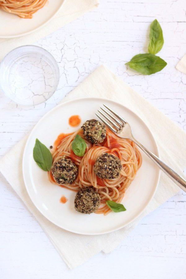 spaghetti con polpette di lenticchie beluga e quinoa