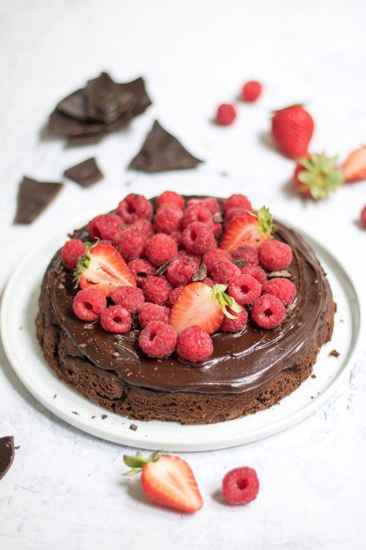 torta al cioccolato e ceci con ganache fondente e lamponi