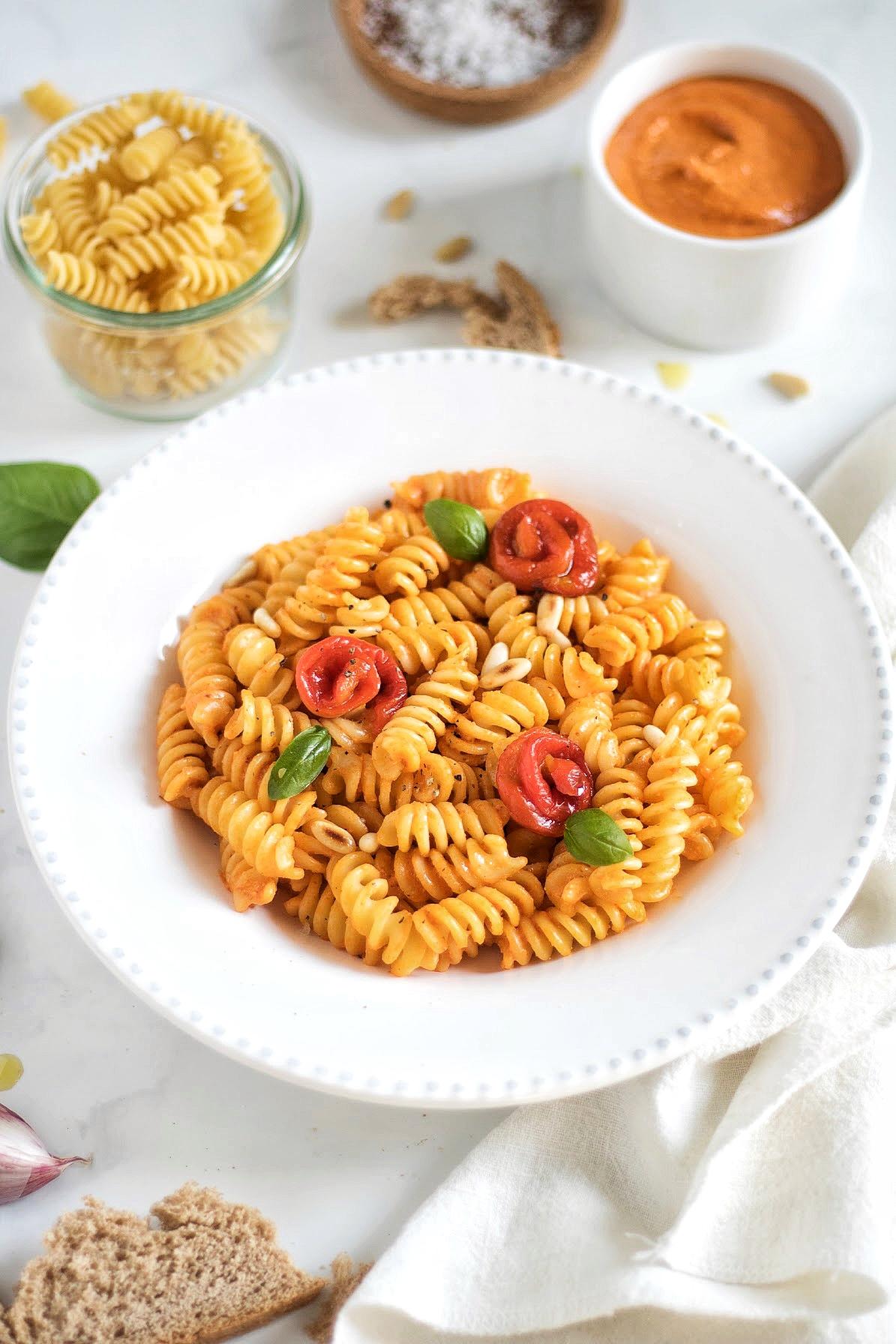 pasta con salsa romesco